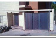 Colocación de marquesina de entrada a vivienda