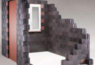Formación de muros con ladrillos de plástico.