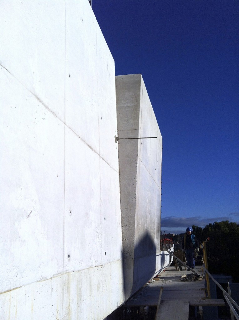 Obra vivienda unifamiliar Las Rozas de Madrid. Muros hormigonados. Equipo Aparejador