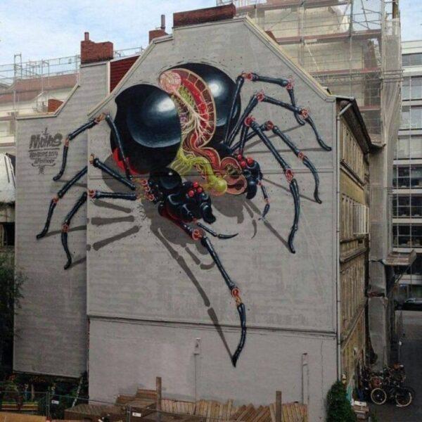 Un mural obra de Nychos, un «escrito de graffiti» austriaco que ha expuesto en las mejores galerías de arte del mundo