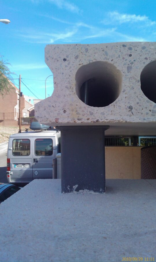 Colocación de marquesina de entrada a vivienda. equipo aparejador 07